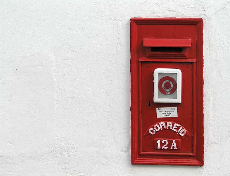 caixa de correio dos ctt foto de joão espinho